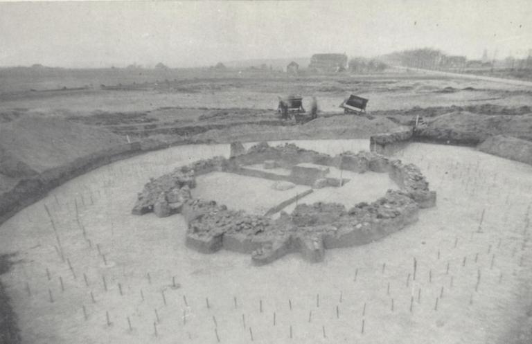 Opgraving in 1946 (rechts de Zuidbargerstraat/Ericasestraat, richting Emmen) Bron: NDVA 1948